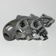Razkroman alumionijasti izdelek zbrušen in svetlen.