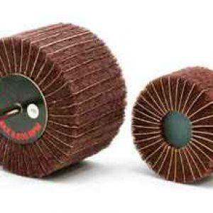 Pahljačasti koprenasti brusni kolut z brusnim papirjem na osi NTM